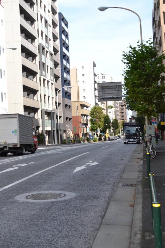 ⑫弁天町交差点付近から東方向に見た早稲田通